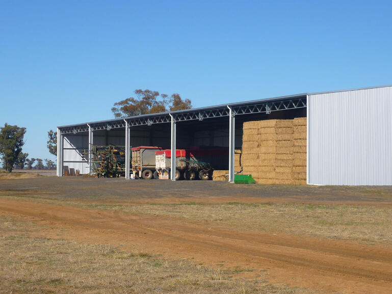 This combined farm machinery and hay shed utilises trussovers for extra support