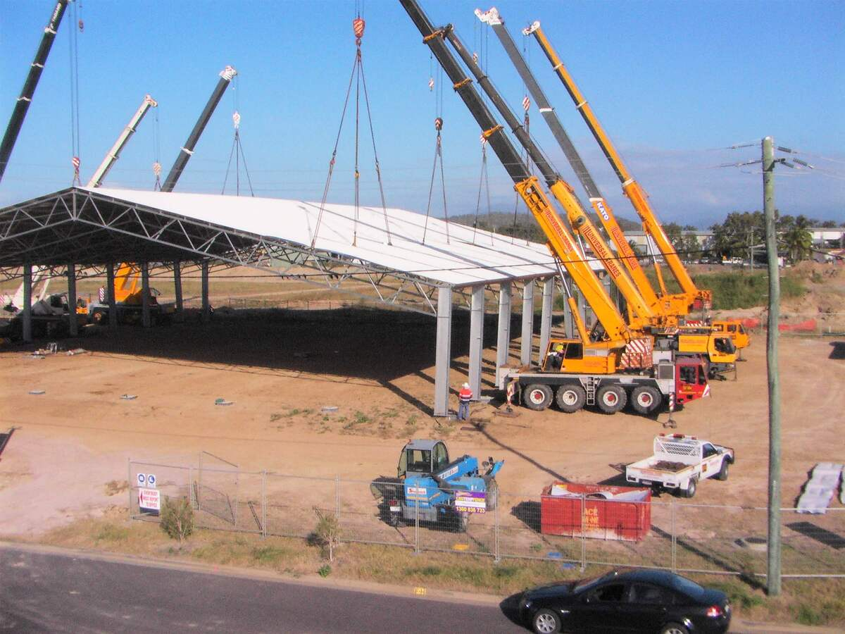 Cranes lifting cyclone rated shed into place in Townsville