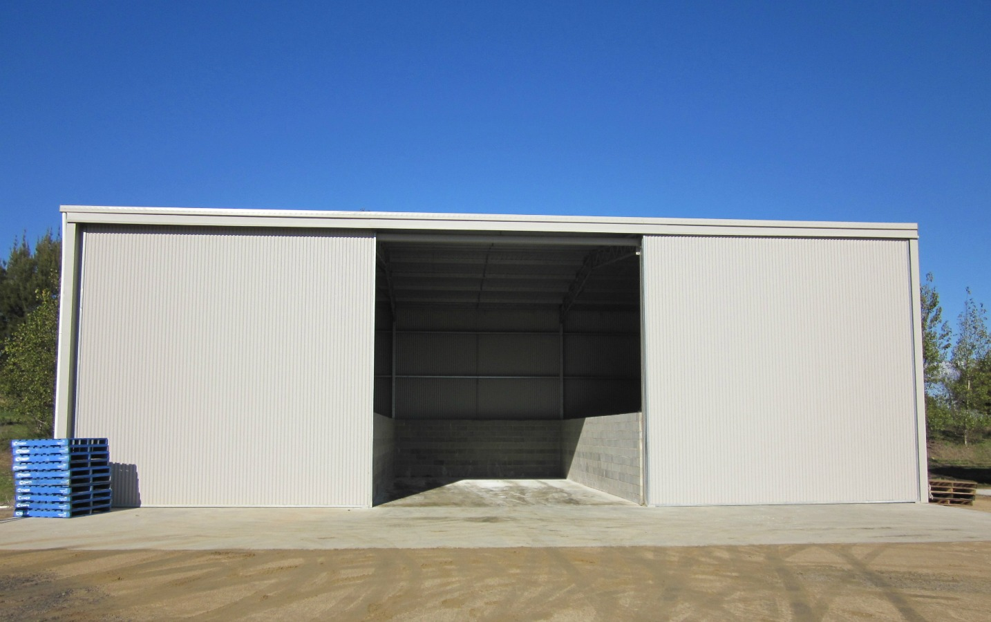 Commercial shed - Maimuru - Front view